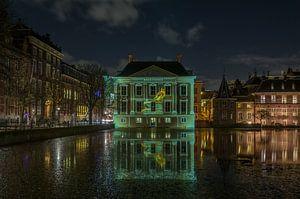 Projektion des Brunnens auf das Mauritshuis
