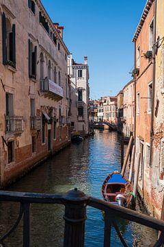 waterstraatje Venetië van Mirjam Welleweerd
