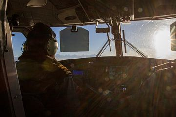 In de cockpit van Tara Airlines Nepal van Ton Tolboom
