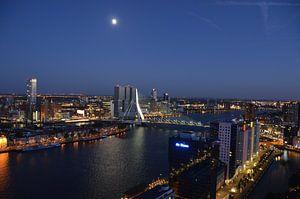 Rotterdam in de vroege avond van