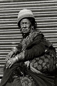 oude vrouw kathmandu van