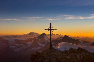 Vredige avondstemming Walliser Alpen van