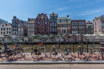 AMSTERDAM Singel met Bloemenmarkt van Melanie Viola