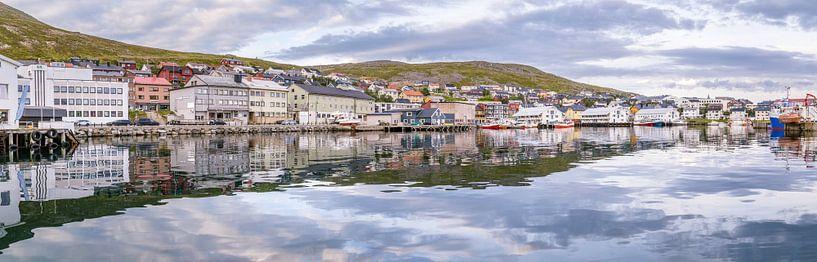 Stadsgezicht Honningsvag Noorwegen van Hilda Weges
