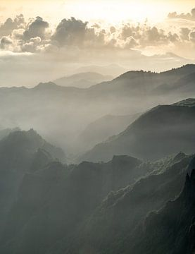 Mistige Bergen van Koen Boelrijk Photography