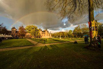 Kasteel de Haar met regenboog van Brian Morgan