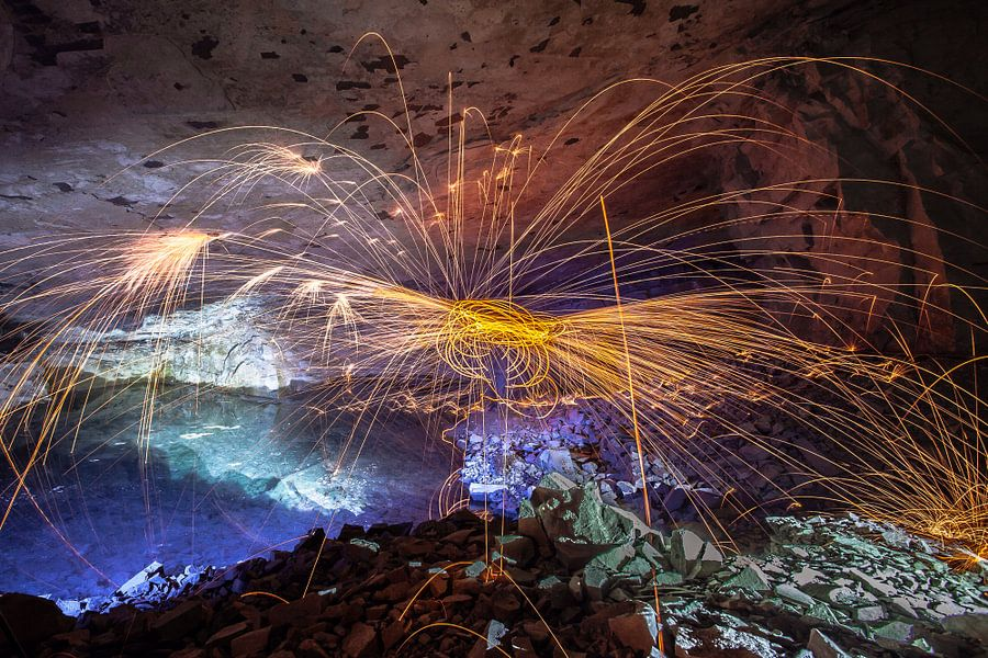 Lightpainting in a abandoned Mine van Olivier Van Cauwelaert