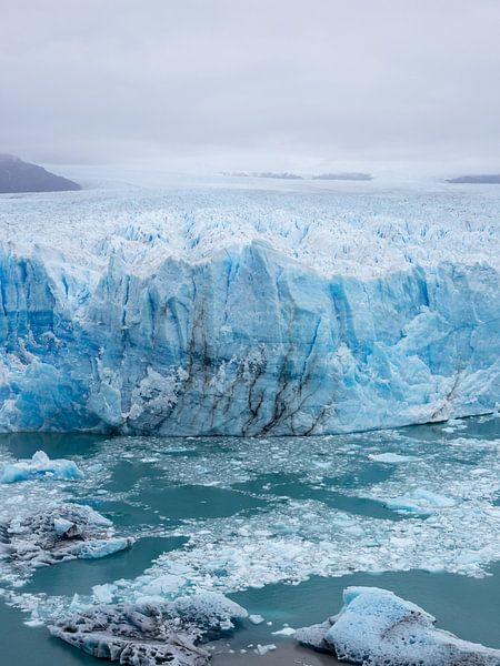 Gletsjer Pinto Moreno in Patagonië, Argentinië van Armin Palavra
