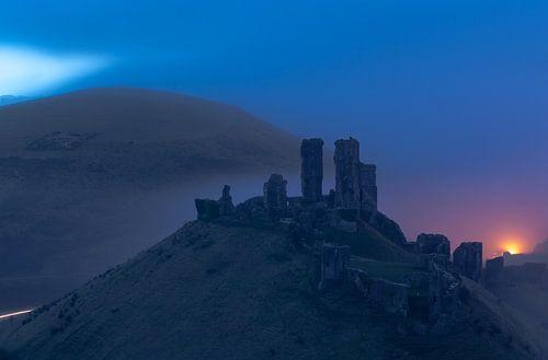 Corfe Castle in de mist