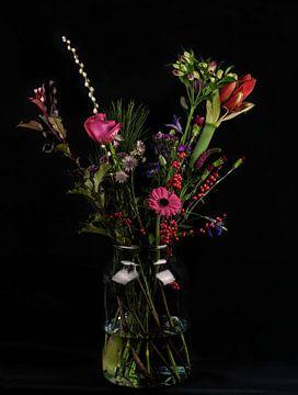 Stillleben Blumen in einer Vase von Marjolein van Middelkoop