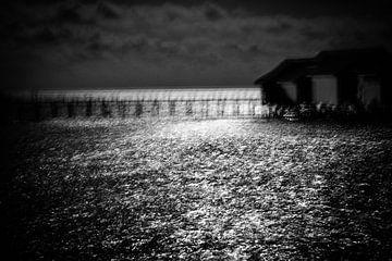 Als de nacht valt aan de rand van een eiland | Indonesië van Photolovers reisfotografie