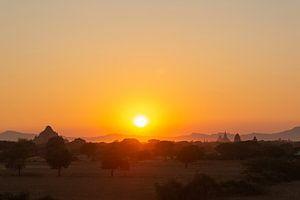 Sonnenuntergang über den Tempeln von Bagan, Myanmar von Marco Heemskerk