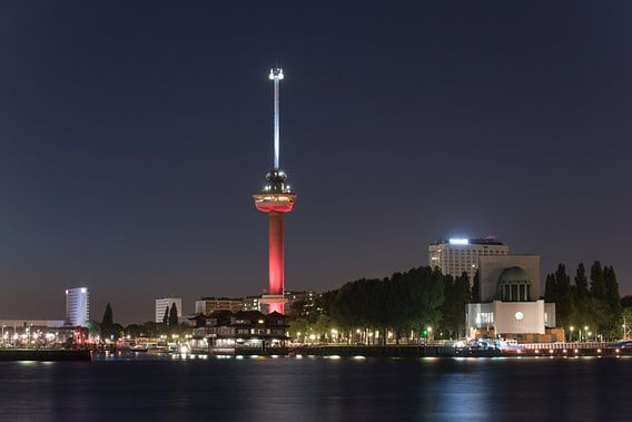 De Euromast in Rotterdam in de Feyenoord kleuren Rood/Wit
