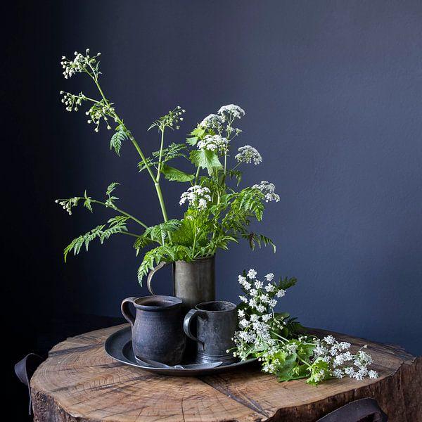 Stilleven met Fluitenkruid en tin op hout [vierkant] (gezien bij vtwonen) van Affect Fotografie