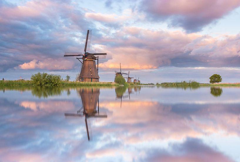 Kinderdijk reflections van Ilya Korzelius