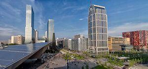Stationsplein Rotterdam  op een zonnige dag. van