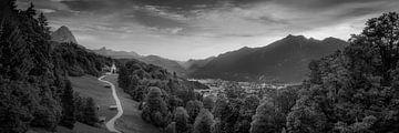 Alpenblick bei Garmisch Partenkirchen. Schwarz weiss Bild. von Voss Fine Art Photography