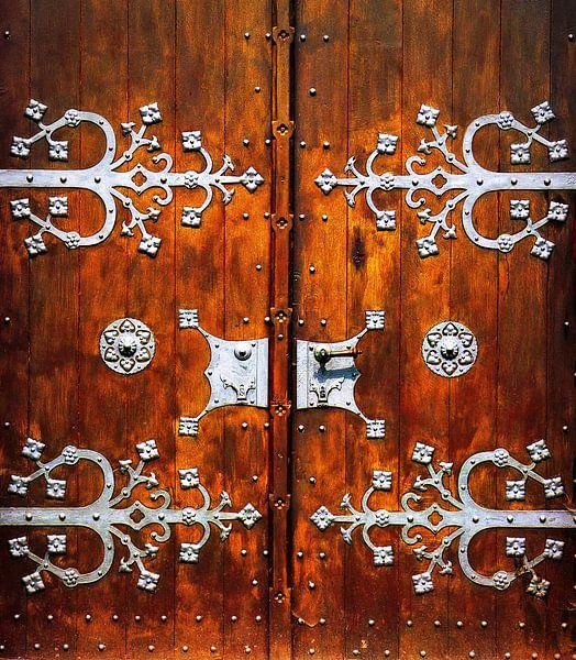 Grand Door.... (Alte hölzerne Kirchentür) von Caroline Lichthart