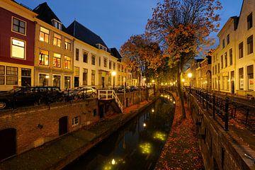 Nieuwegracht in Utrecht gezien vanaf de Pausdambrug von Donker Utrecht