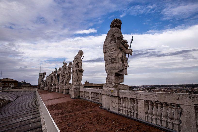 Bilder auf dem Dach der Peterskirche im Staat Vatikanstadt von Sander de Jong