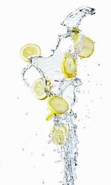 Fontein met citroenschijfjes 11004649 van BeeldigBeeld Food & Lifestyle