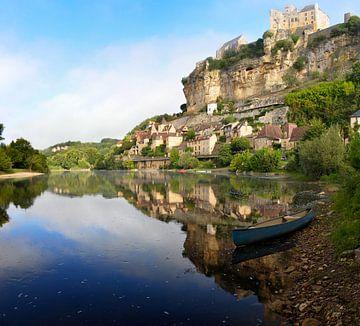 Beynac-et-Cazenac gelegen langs de Dordogne rivier van