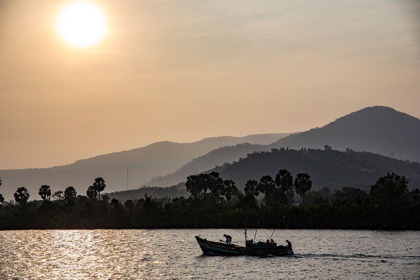 Vissersboot op de Mekong Rivier van Studio W&W