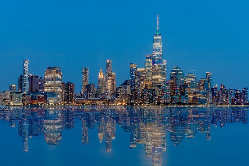 Manhattan Skyline avec une réflexion de Hoboken, New Jersey sur Jan van Dasler