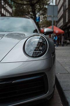Silberner Porsche 911 (992) von Koen Verburg
