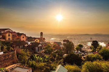Antananarivo zonsondergang stadsgezicht von Dennis van de Water