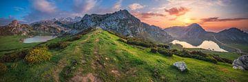 Lac de montagne des Asturies panorama Lagos de Covadonga sur Jean Claude Castor