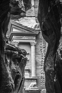 Die Schatzkammer + das siq in Petra, Jordanien von Lizanne van Spanje