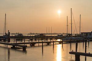 Koude zonsondergang bij Haven Loosdrecht