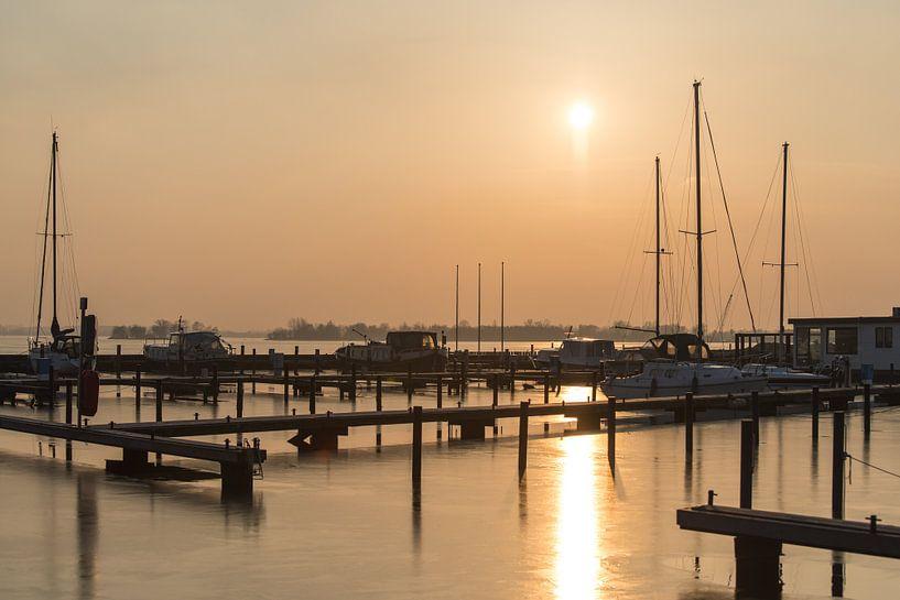 Koude zonsondergang bij Haven Loosdrecht van Danielle Bosschaart