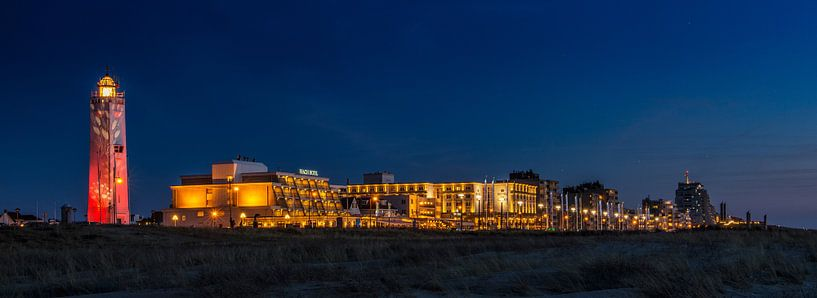 Boulevard Noordwijk tijdens het blauwe uur van Dick van Duijn