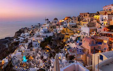 Avond in Oia, Santorini, Griekenland van Adelheid Smitt