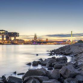 Aan de oevers van de Rijn in Keulen van Michael Valjak