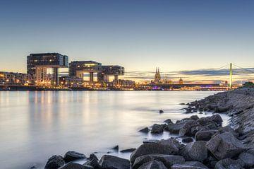 Am Rheinufer in Köln von Michael Valjak