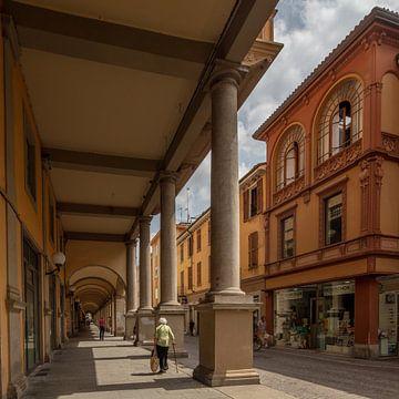 Gallerij in centrum van Tortona, Piemont, Italy van Joost Adriaanse