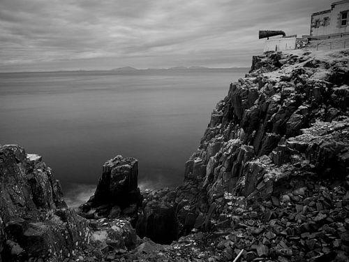 Misthoorn en kliffen van Neist Point, Isle of Skye, Schotland van