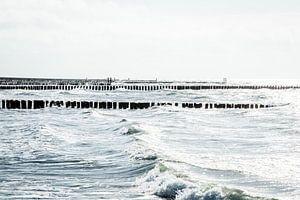 Zee met golven en paalhoofden bij Westkapelle