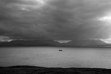 Vissersboot in Clew Bay van Bo Scheeringa Photography