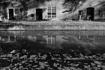 Werfkelder aan de Nieuwegracht in Utrecht in de herfst (1) van De Utrechtse Grachten