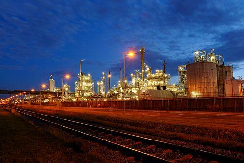 Olieraffinaderij in het havengebied van Rotterdam van