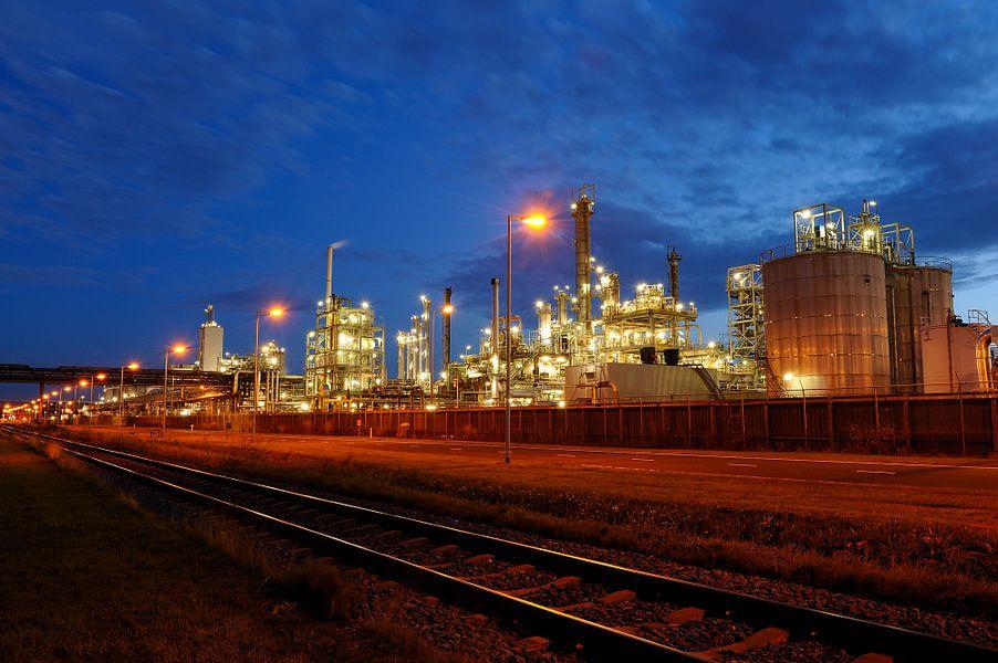 Olieraffinaderij in het havengebied van Rotterdam