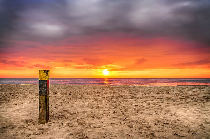 Zonsondergang op het strand van Texel 3 / Sunset on the beach of Texel 3 van Justin Sinner Pictures ( Fotograaf op Texel)