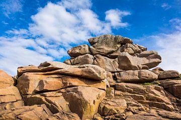 Rocks in Brittany near Ploumanac?h (France). van Rico Ködder