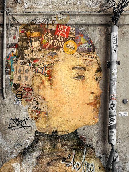 Mademoiselle Isabelle inside the wall von Gabi Hampe