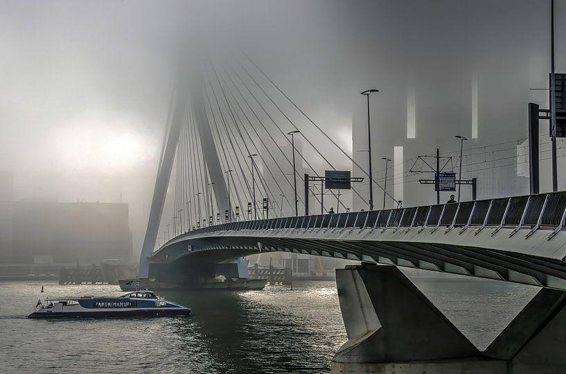 Erasmusbrug in de mist van Frans Blok