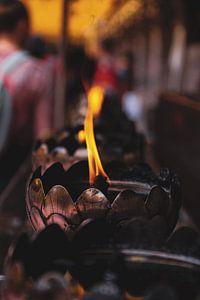 Kaars in de tempel van Danny Kok